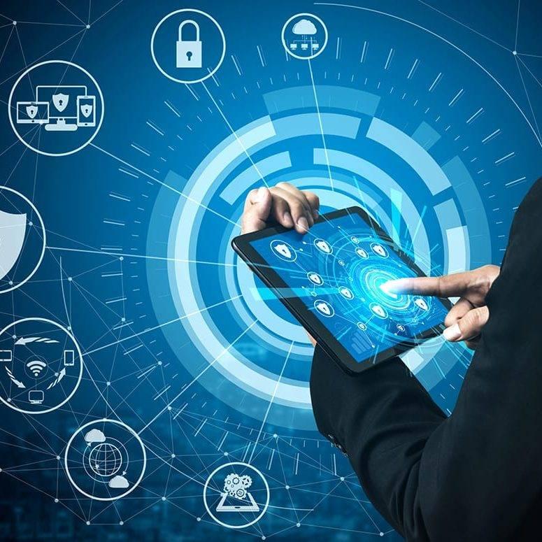 Concepto de Seguridad Cibernética y Protección de Datos Digitales. Interfaz gráfica de iconos que muestra la tecnología de firewall seguro para la defensa del acceso a datos en línea contra hackers, virus e información insegura para la privacidad.